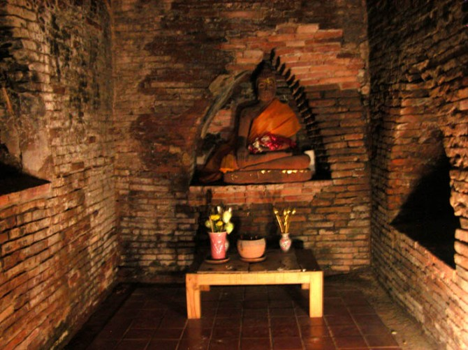 Buddha statue inside one of the tunnels (umongs) at Wat Umong, Chiang Mai