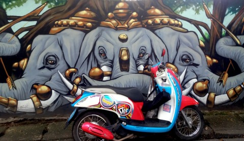 ele-wall-and-scooter